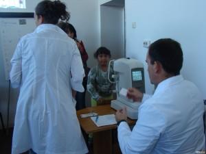 Д-р Оскар прави безплатни прегледи на децата в Медковец